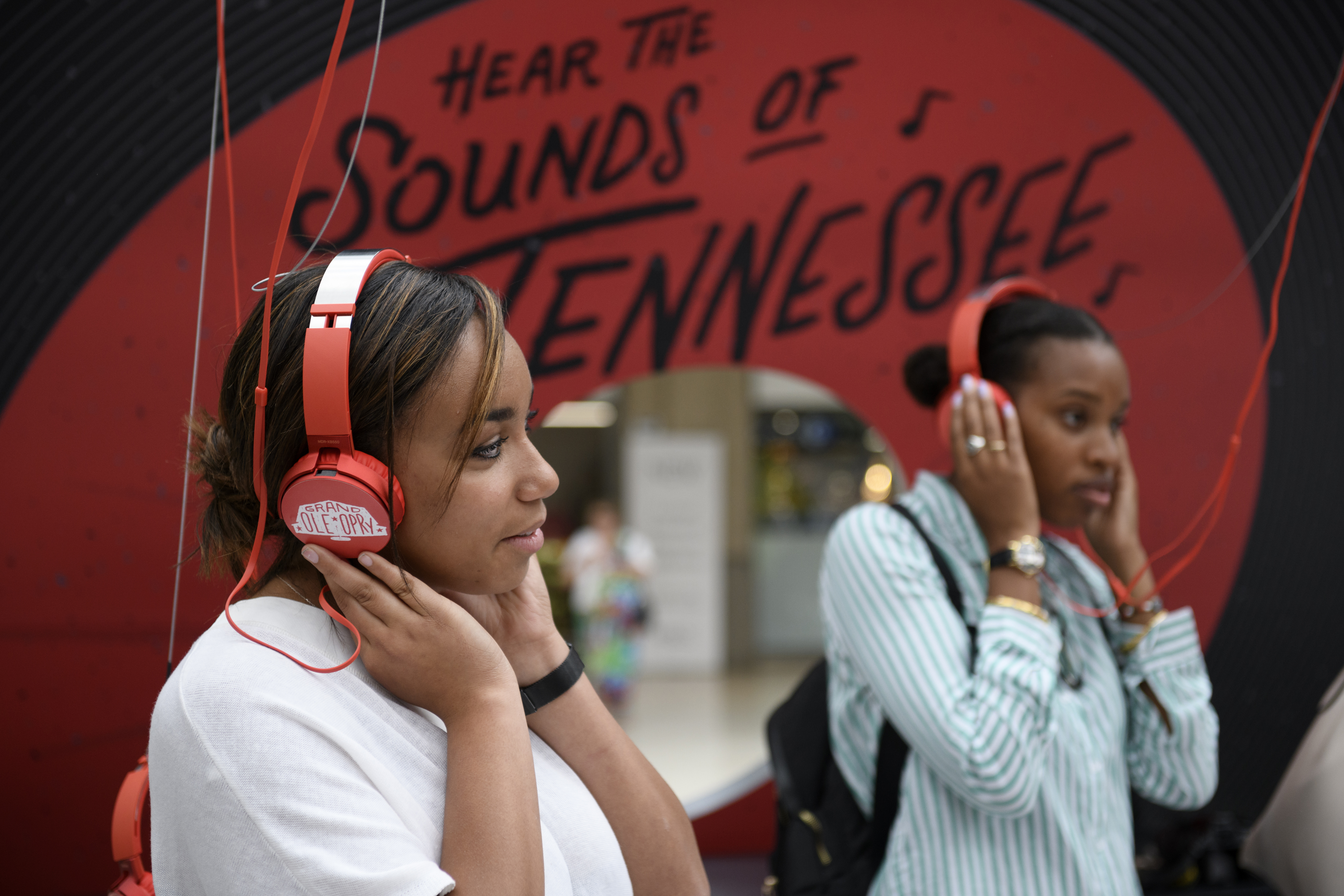 """Sights & Sounds of Tennessee"" Fill London's Waterloo Station"
